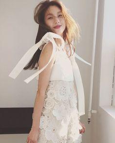 #ELLEtalk 별빛이내린다 샤랄랄라랄라 화보 촬영 중 #과즙미 폭발한 #진경이(@jinkyung3_3)! 엘르 2월호 커밍쑨   via ELLE KOREA MAGAZINE OFFICIAL INSTAGRAM - Fashion Campaigns  Haute Couture  Advertising  Editorial Photography  Magazine Cover Designs  Supermodels  Runway Models