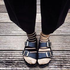 #oybosocks #socks #chaussettes #calzini #stripes #lurex #style #streetstyle #birkenstock #hoisery #socksandsandals #black #pants #birkenstockarizona #saldals