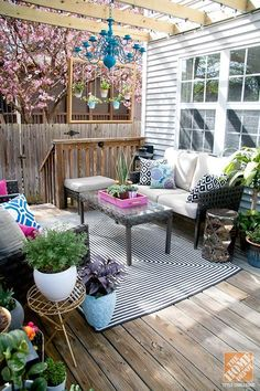 Transform your patio or deck into a fresh and comfortable outdoor living room with these outdoor decorating ideas from @Stephanie Close Close Close Fisher.