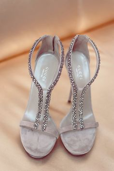 You can have some sparkle on your feet too, this bride certainly found her match with these Gucci crystal stilettos. How elegant!