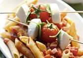 Feines vom Grill - Rezepte - Swissmilk Pesto, Chicken, Food, Wild Garlic, Meat, Recipes, Eten, Meals, Cubs