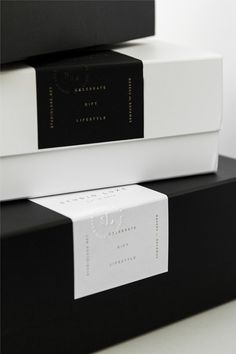 Detailed shot for interesting packaging design element. The structure is inferre… – MY DESIGN Black Packaging, Candle Packaging, Luxury Packaging, Beauty Packaging, Print Packaging, Packaging Design Box, Luxury Branding, Fashion Packaging, Custom Packaging Boxes