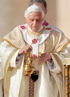 Pray for the pope Emeritus! Papa Benedicto!