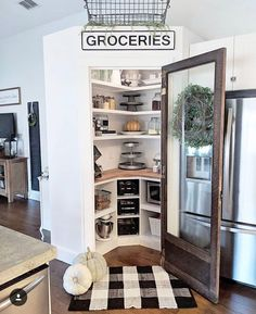 "n i k i  c a r p e n t e r on Instagram: ""Pantry goals 🙌🏼 I'm loving how Tamela @whiteblossomhome decorated this space and how perfectly organized her pantry is 🙌🏼 I'm getting all…"" Butler Pantry, Home Interior Design, Kitchen Remodel, Kitchen Redo, Kitchen Pantry, Kitchen Ideas, Corner Pantry Organization, Pantry Ideas, Cute Home Decor"