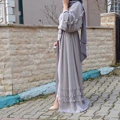 Grey abaya with frills Islamic Fashion, Muslim Fashion, Modest Fashion, Fashion Dresses, Muslim Dress, Hijab Dress, Hijab Outfit, Muslim Hijab, Abaya Fashion