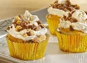 Make the Peanut Butter Cup Crumble Cupcakes recipe from REESE'S and please the crowd at your next college football party or tailgate!