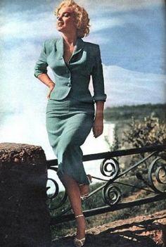 Marianne - vintage suit old hollywood glamour Glamour Hollywoodien, Old Hollywood Glamour, Vintage Hollywood, Glamour Shop, Beautiful Celebrities, Most Beautiful Women, Marilyn Monroe Fotos, Marilyn Monroe Style, Joe Dimaggio