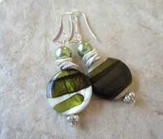 CIJ SALE   Green Mother of Pearl Earrings  Silver by LeanneDesigns, $13.50 Mother Of Pearl Earrings, Silver Earrings, Shop Sale, Christmas Ornaments, Unique Jewelry, Handmade Gifts, Green, Shopping, Vintage