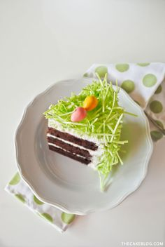 Chocolate Easter Bunny Cake - how to decorate this easy cake for Easter dessert, using edible grass, a chocolate Easter bunny and candy eggs. Easter Cake Easy, Easter Bunny Cake, Chocolate Easter Bunny, Easter Treats, Easter Food, Easter Recipes, Holiday Recipes, Holiday Treats, Easter Brunch