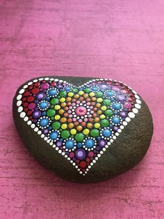 Hand Painted Mandala Heart Love River Stone por ValsMandalas