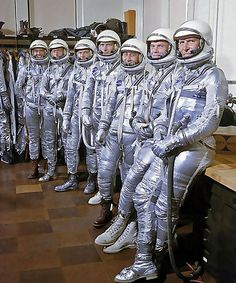 Alan Shepard: Classic Photos of the First American in Space : Project Mercury astronauts model their new space suits, 1959 Mercury Seven, Project Mercury, Nasa Space Program, Nasa Astronauts, Nasa Spaceship, Space Race, News Space, Space And Astronomy, Space Shuttle