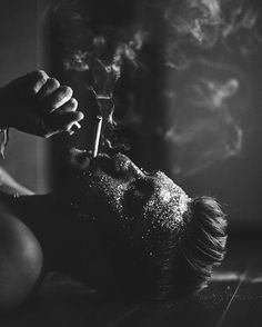 Photography poses for men smoke best Ideas Portrait Photography Men, Smoke Photography, Photography Poses For Men, Black And White Portraits, Black And White Photography, Rauch Fotografie, Smoke Art, Men Photoshoot, Video X