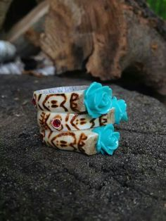 The antlered doe jewelry shop, awesome rings Deer Antler Jewelry, Deer Antler Crafts, Deer Antler Ring, Antler Art, Deer Antlers, Bone Jewelry, Opal Jewelry, Turquoise Jewelry, Jewelry Shop