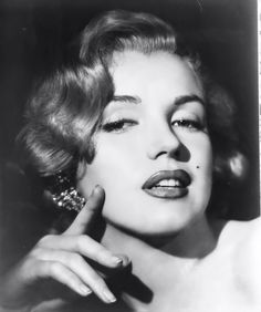 Marilyn Monroe, promotional shot for We're Not Married, Photo by Frank Powolny. Old Hollywood Stars, Vintage Hollywood, Hollywood Glamour, Marilyn Monroe Portrait, Marilyn Monroe Photos, John Clark, Imperfection Is Beauty, Actrices Hollywood, Norma Jeane