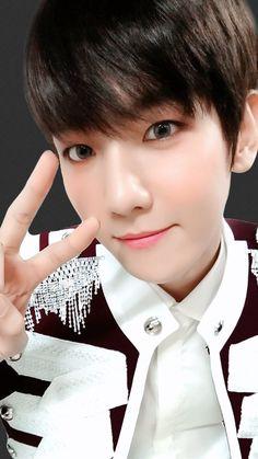 Baekhyun Selca, Kyungsoo, Chanyeol, Exo Ot12, Chanbaek, Exo Korea, Exo Lockscreen, Kpop, Worldwide Handsome