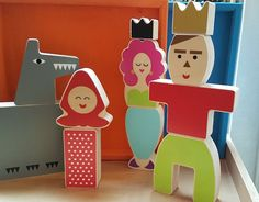 Pour inventer des histoires sur le thème des contes de fées. Beau jeu de construction en bois.