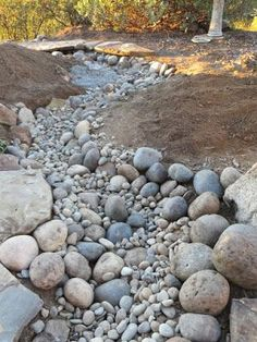75 gorgeous dry river creek bed design ideas on budget Dry Riverbed Landscaping, Landscaping With Rocks, Front Yard Landscaping, Landscaping Ideas, Hillside Landscaping, Rain Garden, Water Garden, Landscape Design, Garden Design