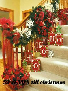 100 Awesome Christmas Stairs Decoration Ideas - DigsDigs xmas ideas home Merry Little Christmas, Noel Christmas, All Things Christmas, Winter Christmas, Christmas Wreaths, Christmas Crafts, Christmas Ideas, Holiday Ideas, Green Christmas