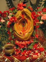 Lord Shiva and Goddess Parvati. Parvati worshipping Shiva's linga or Shiva's phallus. It is believed that the linga of Shiva, cursed by the sages, fell on the earth and burnt everything… Kali Goddess, Mother Goddess, Goddess Art, Shiva Art, Shiva Shakti, Hindu Art, Om Namah Shivaya, Shri Ram Wallpaper, Tantra Art