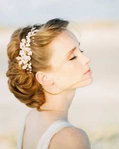 Adornos para el pelo y tocados de novia. Tocado de perlas / Vintage headcomb real pearls with rhinestones - hecho a mano en DaWanda.es