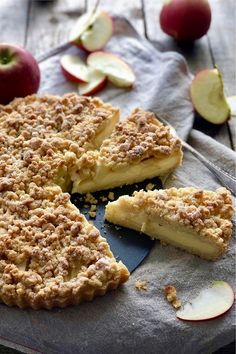 Apfel Streusel Tarte mit Vanillepudding - Lissi's Passion This apple crumble tart with custard can r Desserts Français, French Desserts, Italian Desserts, French Recipes, Cupcake Recipes, Snack Recipes, Dessert Recipes, Snacks, Gateaux Cake
