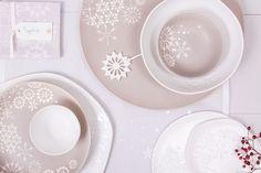 Kein Wunder, dass diese schöne Geschirr-Serie von Räder Design einen Preis gewonnen hat. Auf Schalen und Tellern tummeln sich kleine und große Eiskristalle und erinnern an die kalte, zerbrechliche Schönheit des Winters.