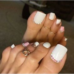 Whos gonna be there tonight for my live stream? Turn in your notifications and you'll know the time 😘 Pretty Toe Nails, Cute Toe Nails, Sexy Nails, Pretty Toes, Pedicure Designs, Pedicure Nail Art, Toe Nail Designs, Toe Nail Art, Acrylic Toes