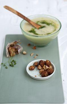 Oh du Selige: Weihnachtliche Pastinaken-Nuss-Suppe mit karamellisierten Macadamia und Spinatcreme - Cucina Piccina