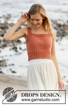 Did you know there are over 200 DROPS catalogues filled with thousands of free knitting patterns and crochet patterns for the whole family? Knitting Patterns Free, Knit Patterns, Free Knitting, Free Pattern, Finger Knitting, Knitting Tutorials, Drops Design, Bauchfreier Pullover, Pull Poncho