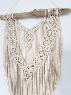 Macrame wall hanger with driftwood, knotted of cremekleurig struck cotton cord of 3 mm. Dimensions* Dimension Branch: 40 cm Width macrame: 31 cm Length macrame: 64 cm, measured from branch to longest point macrame.