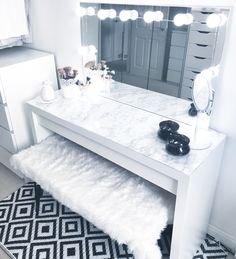 Our DIY makeup room ideas, find the best combination of dedicated space, storage, and style to make applying makeup a joy. Decorate a dressing room vanity. Bedroom Decor For Teen Girls, Teen Room Decor, Room Ideas Bedroom, 60s Bedroom, Jungle Bedroom, Teen Bedrooms, Dressing Room Decor, Dressing Room Design, Girls Dressing Room
