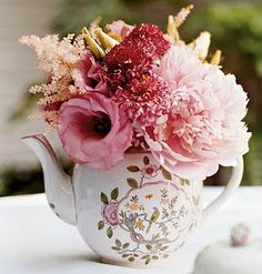 Pink flowers in a vintage teapot. Looks like I need to go thrift store shopping & hunt a tea pot down! Centerpiece.