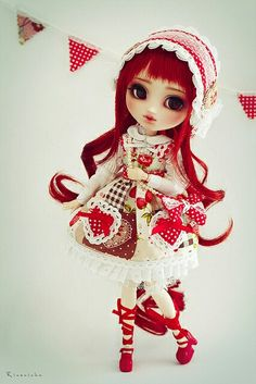 Custom Pullip doll and outfit by Rinoninha (Flickr)