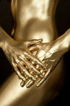 Golden art – In this article, you will see the out-of-the-box situations faced b… – Body Painting Glitter Make Up, Paint Photography, Beauty Photography, Gold Bodies, Gold Aesthetic, Shades Of Gold, Stay Gold, Liquid Gold, Touch Of Gold