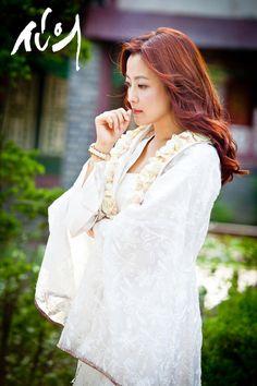 She had gorgeous clothes! The Great Doctor #Faith #kdrama #KimHeeSeon as Yoo Eun-soo ♥ episode 9