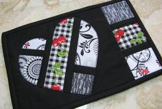 Name: 'Quilting : Hearts Afloat Mug Rug love that contrast! Small Quilt Projects, Quilting Projects, Sewing Projects, Mug Rug Patterns, Quilt Patterns, Canvas Patterns, Small Quilts, Mini Quilts, Bed Quilts