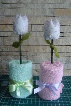 Vasinho de flor de tulipa, confeccionada com toalhinha de mão e tulipa em tecido. Diversas cores!!! Pedido minimo de 6 peças R$ 9,50
