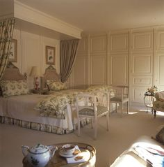 Bedroom:  http://1.bp.blogspot.com/-CaZstUgbXwE/T8dxZPhE9jI/AAAAAAAAJqg/dAgUR1rYfEY/s1600/Toni+Gallagher+Misc+Twin+Beds+.jpg