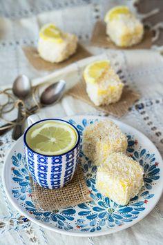 Lamington con lemon curd al miele e composta all'ananas