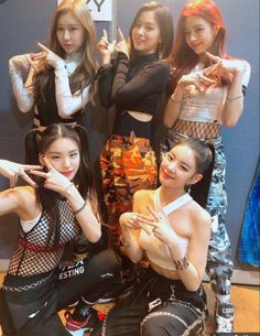 Image about kpop in itzy by (◕‿◕✿) on We Heart It Kpop Girl Groups, Korean Girl Groups, Kpop Girls, K Pop, Rapper, Programa Musical, Poses, Mamamoo, New Girl