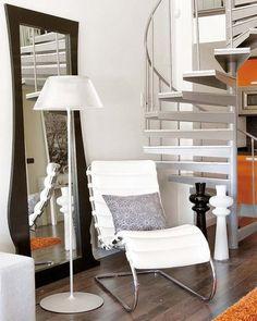 Rincón de lectura junto a la escalera