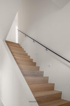 Staircase Handrail, Wood Stairs, Modern Staircase, House Stairs, Staircase Design, Log Home Living, Interior Styling, Interior Decorating, Stair Makeover