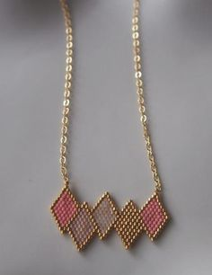 Collier géométrique perles Miyuki ★ or Gold filled Seed Bead Jewelry, Bead Jewellery, Bead Earrings, Pendant Jewelry, Diy Jewelry, Beaded Jewelry, Jewelery, Handmade Jewelry, Beaded Necklace