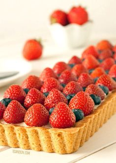 Greek Yogurt Berry Cookie Tart – 100% whole grain but nobody will be ...