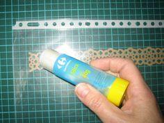 Comment coller une frise sans faire déborder la colle