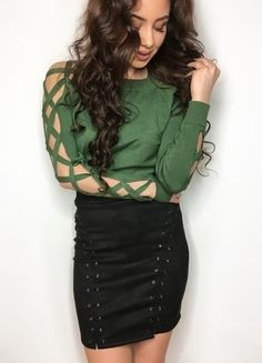 Kup mój przedmiot na #vintedpl http://www.vinted.pl/damska-odziez/swetry-z-dzianiny/18789940-sweterk-sweterek-zielony-wyciete-rekawy