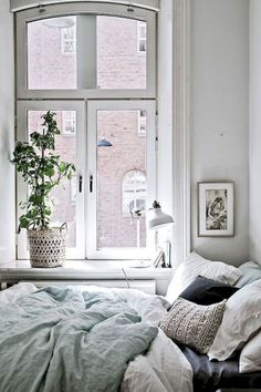 Stunning 75 Beautiful Minimalist Home Decor Ideas https://crowdecor.com/75-beautiful-minimalist-home-decor-ideas/ #MinimalistBedroom
