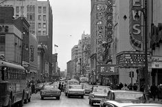 Rue Sainte-Catherine à l'intersection de la Rue Mansfield en avril 1965 Old Montreal, Montreal Canada, Montreal Quebec, Old Pictures, Old Photos, Rue Sainte Catherine, Photo Vintage, Quebec City, Touring