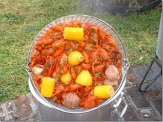 seafood boil...love all her tablescapes