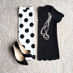 Black scalloped sleeve top.This cute black tee has scallopedtrim and sleeves.